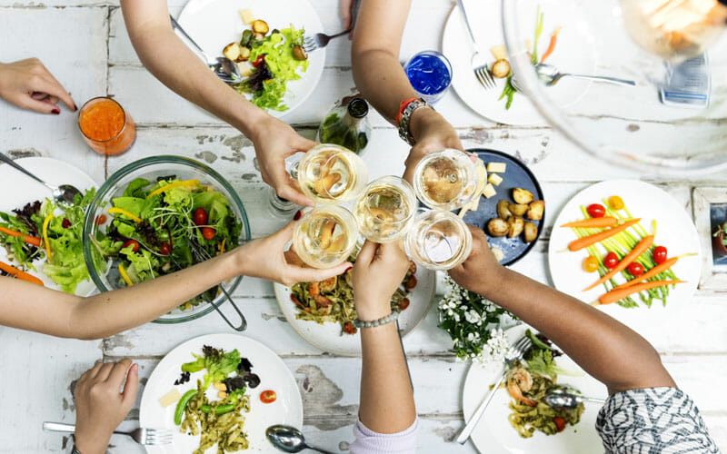 8 Top Tips for Eating Out & Staying Healthy